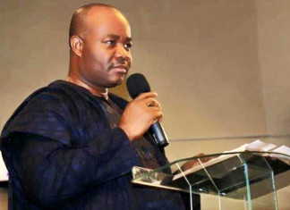 BREAKING: Heavily-armed Security Men Invade Abuja Home of Ex-Governor Akpabio's Aide
