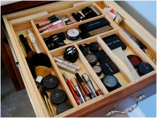 Make-up Drawer: When to Replace Everything