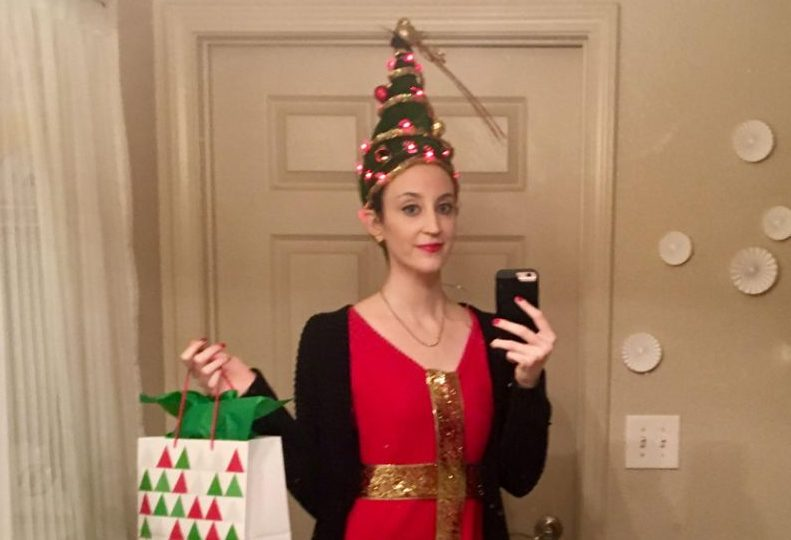 This high school teacher spent over an hour sculpting her hair into a Christmas tree for a contest