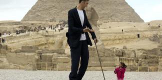 tallest man meets woman