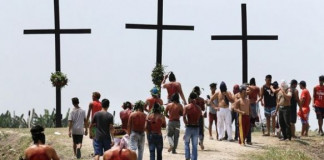 Good Friday: 7 Catholic devotees nailed to cross in Philippines