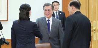 South Korea sends envoys to North Korea