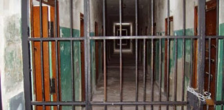 Minna: Police go after 200 escaped prisoners