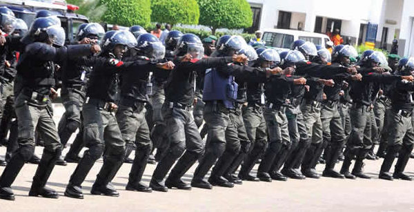 BREAKING: Police disperse APC, PDP supporters with tear gas