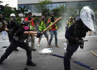 BREAKING: DSS Operatives Use Live Ammunition, Tear Gas To Disperse Protesters