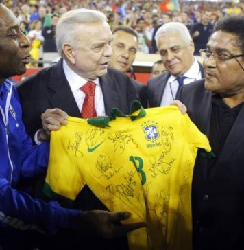 Pele's Last Brazil Jersey Sells For €30,000 In Italy
