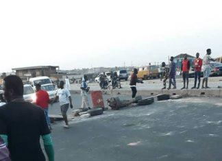 LockDown: Police Block Lagos-Ibadan Expressway As Youths Turn Streets To Football Fields