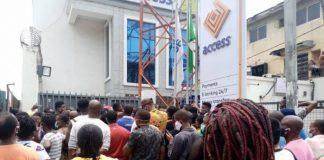 Lagosians Defy Social Distancing, Besiege Bus Stops, Banks, Markets