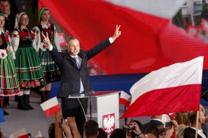 Final Poll Shows Stalemate In Poland's Run-Off Presidential Election